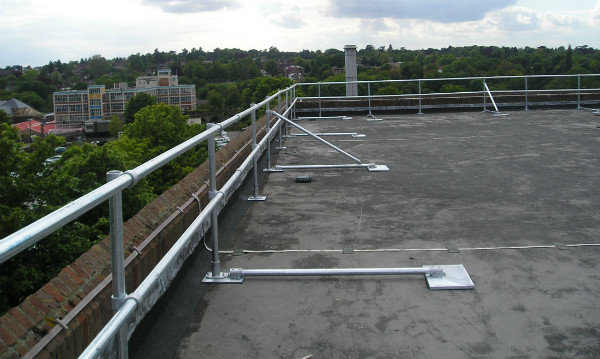 Freestanding-handrail roof edge protection